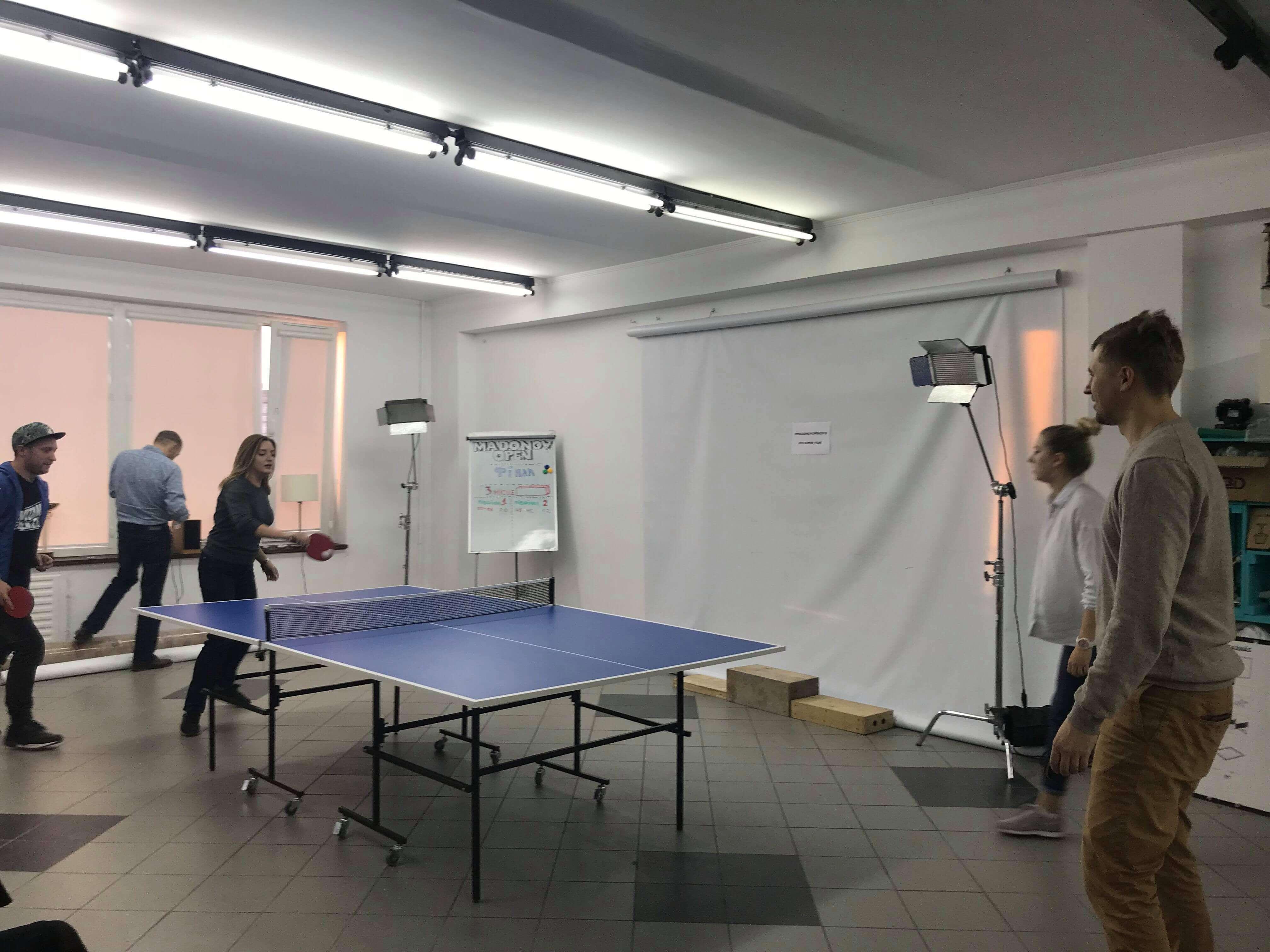Великий чемпіонат з пінг-понгу у VITAMIN
